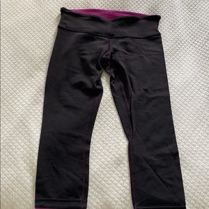 Reversible lululemon crop black and fuschia size 8